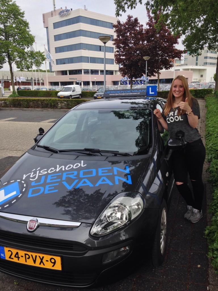Pien Stockfisch Gefeliciteerd met het behalen van je rijbewijs! En meteen de 1ste keer! Super!
