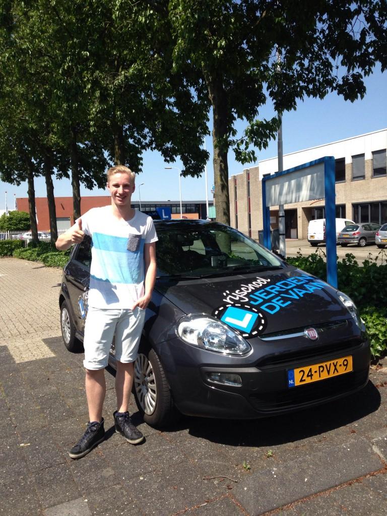Gefeliciteerd Pim Schlief met het behalen van je rijbewijs! Meteen de eerste keer met een super mooie rit!